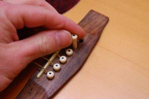 Changer cordes de guitare - Etape 3