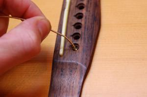 Changer cordes de guitare - Etape 6bis