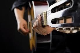 Comment choisir sa première guitare classique